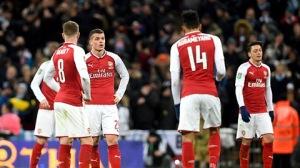 Khi góc máy quay hướng tới 1 fan nhí nhỏ tuổi của Arsenal đã khóc ngon lành do đội nhà thua trận