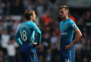 Hàng phòng thủ của Arsenal mắc quá nhiều sai lầm mùa này