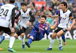 Messi bị phong tỏa hoàn toàn bởi hàng thủ Valencia