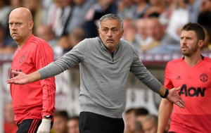 Mourinho đang không được lòng Pogba