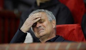 Mourinho thất bại vì không quản được phòng thay đồ